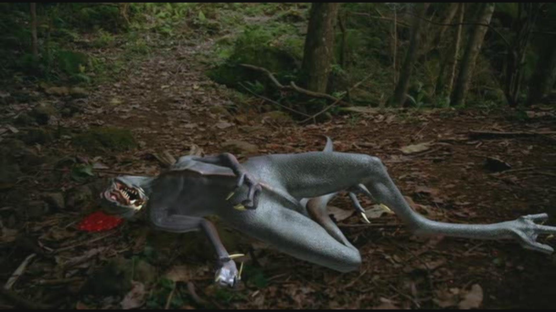 Ser/bicho entre velociraptor y alien muriendo justo después de verse en el espejo, creo recordar...