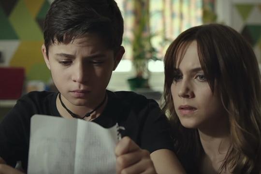 Aura Garrido encarna a Lucia, madre de Nico (Hugo Arbues)
