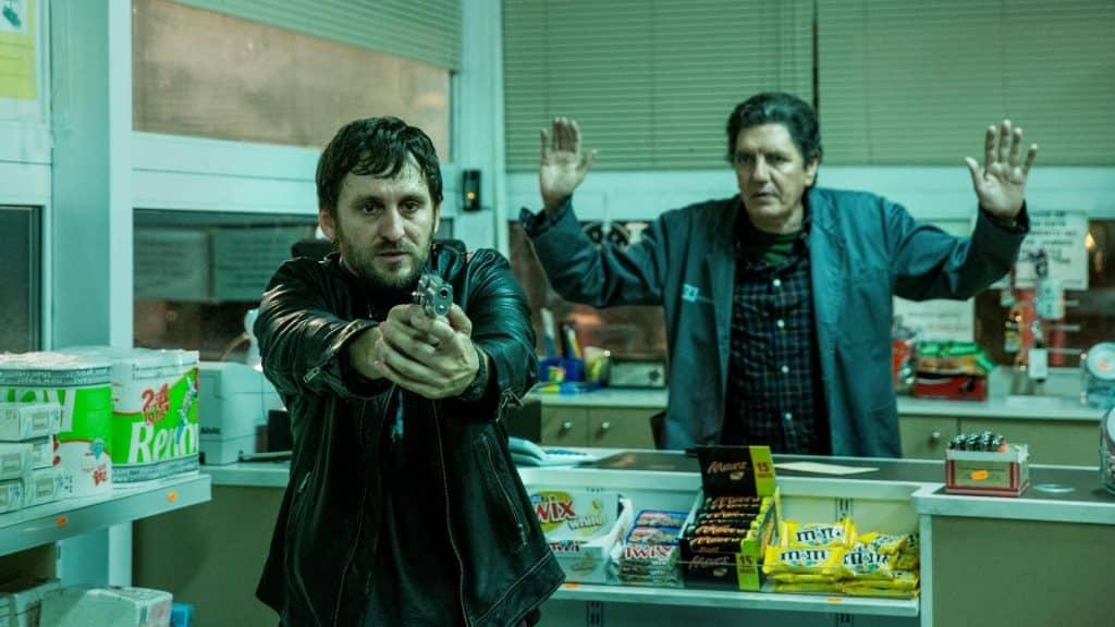 Raúl Arévalo con Antonio Dechent, quien regenta el 24 horas en la película.