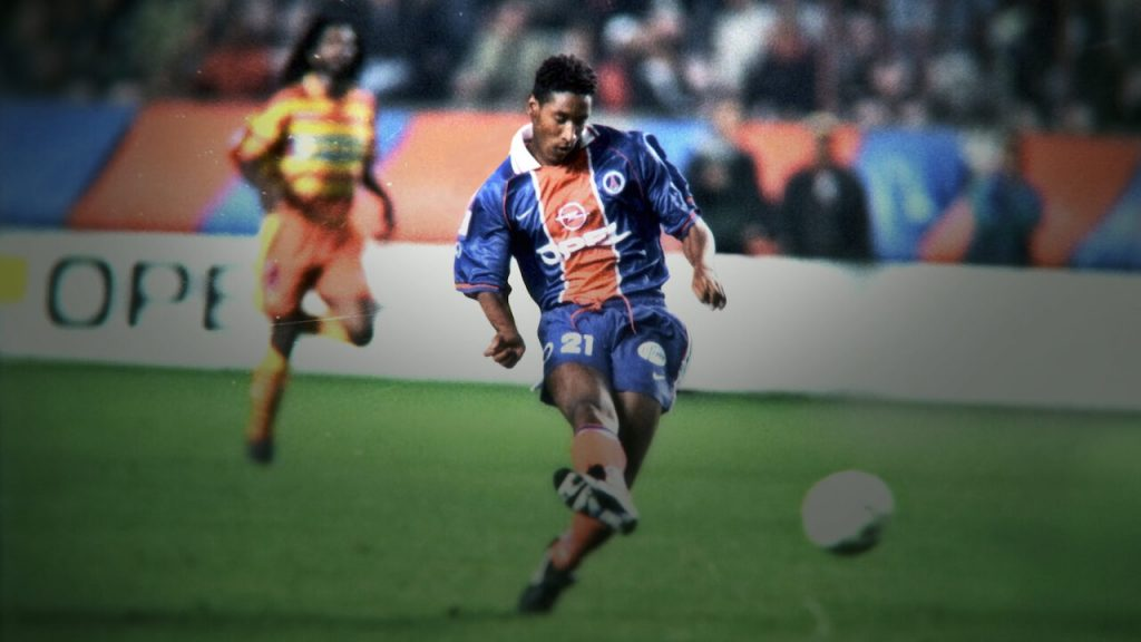 Imagen de Anelka jugando para el PSG.
