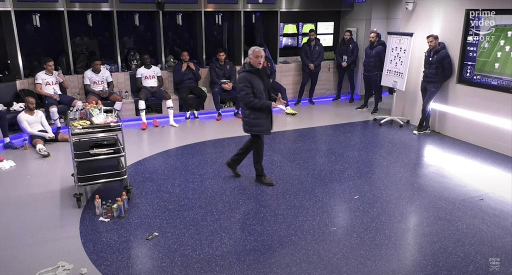 José Mourinho y gran parte del equipo en el vestuario.